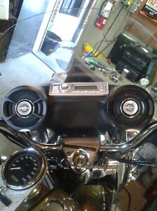 ROAD KING WINDSHIELD WITH ATTACHED STEREO