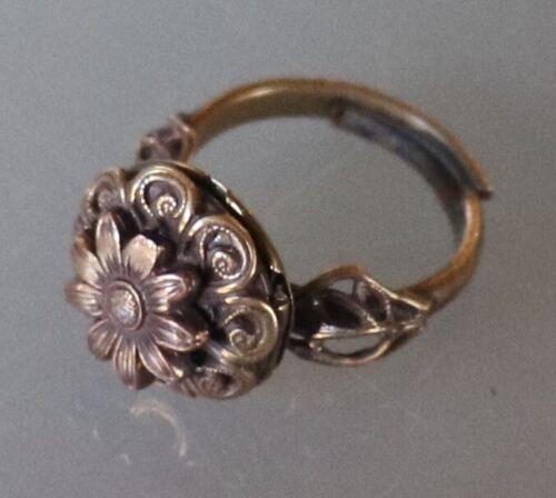 12/01 Antique Victorian Art Nouveau Locket Flower Adjustable Bezel Ring