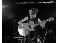 SINGER/SONGWRITER/GUITARIST SEEKS GIRL BAND