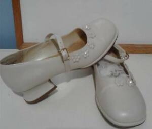 Vintage Girl Shoes Size: 4