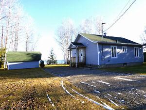 Jolie maison - Garage Isolé - Louise Boulanger -ROYALE LEPAGE Lac-Saint-Jean Saguenay-Lac-Saint-Jean image 2