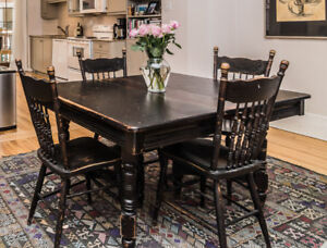 ANTIQUE DINING ROOM TABLE AND 8 CHAIRS