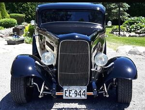 """Iconic 1932 Ford 3 window """"Deuce Coupe"""" glass body Street Rod"""