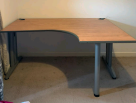 Corner office Desk in excellent condition,