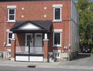 Downtown 6 Bdrm + 3 Full baths Townhouse, Walk to OU. May 1