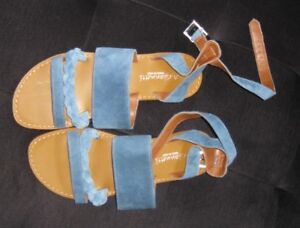 A Giannetti Light Blue Suede Sandal made in Italy  NEW 8