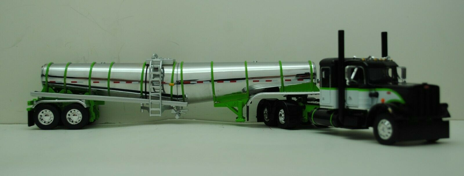 DCP 1/64 SCALE 359 PETERBILT SMALL BUNK LIME GREEN, BLACK, WHITE & POLAR TANKER