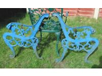 (#817) vintage pair of garden cast iron bench ends (Pick up only, Dy4 area)