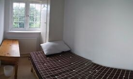 Single room close to Hendon Central Station, local amenities within walking distance, available now!