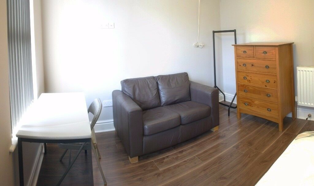 Large double rooms in house share: Furnished and newly renovated. £310 pcm (bills incl.)