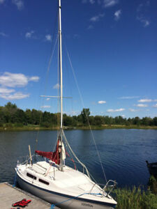 MacGregor 25 Trailerable sailboat with 9.9 Honda outboard