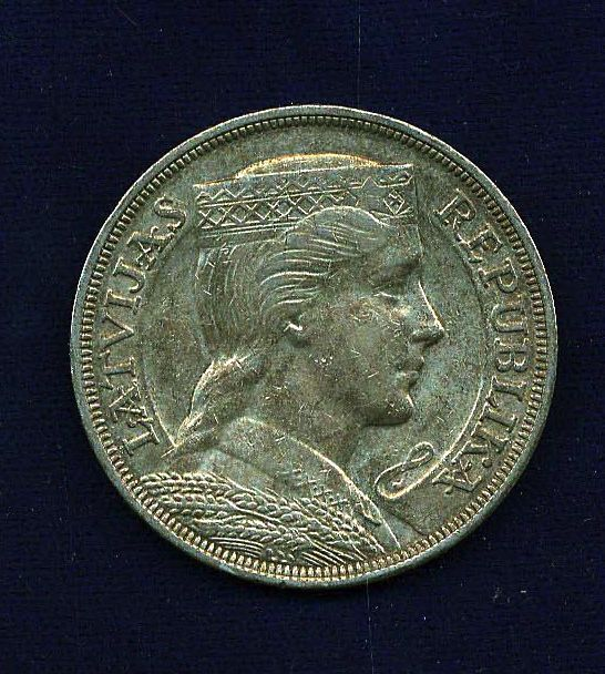 LATVIA  1931  5 LATI  SILVER  COIN   ALMOST UNCIRCULATED+