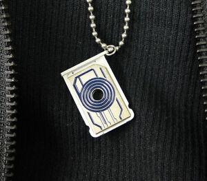 Tron-Sam-Flynns-necklace-memory-card