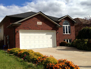 3+2 bdrs house in South Windor available Now