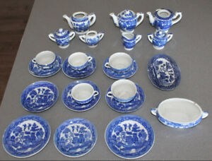 bunch old Blue Willow Tea Set Children Play set Dishes Japan