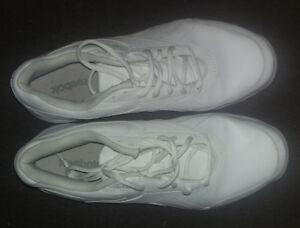 soulier Reebok blanc style infirmière/cuisinière  oil resistant