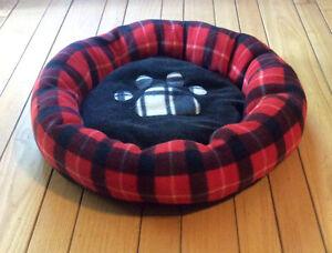 Plush Red & Black Paws Dog Bed - St. Thomas