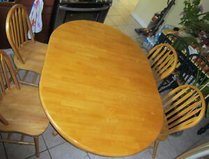 ** TABLE SET With 4 CHAIRS~~MAPLE SOLID HARDWOOD~~MINT CONDITION