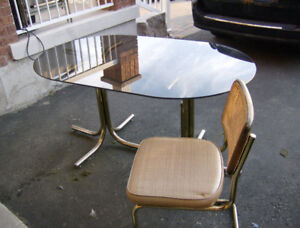 table - oval - Glass with 4 chairs - excellent condition