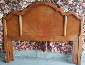 Solid Wood Queen Bedroom Suite, Excellent Condition!