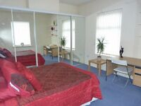 2 very large rooms available in house in Earlsdon. No deposit.