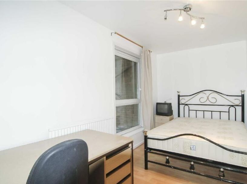 Gorgeous 1 bed flat next to the station !