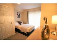 Lovely Double En-suite Rooms In Wheatley! Newly Renovated Property!