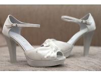 Brand NEW Satin white high heel wedding/prom shoes, size 4
