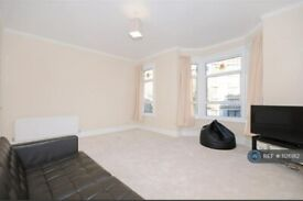 1 bedroom flat in Keith Grove, London, W12 (1 bed) (#1126182)