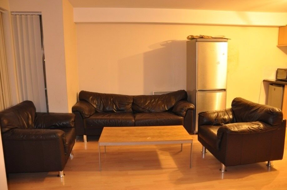2 Bed Fully Furnished Apartment for Rent : Chancellor Court : Opposite Liverpool Women's hospital