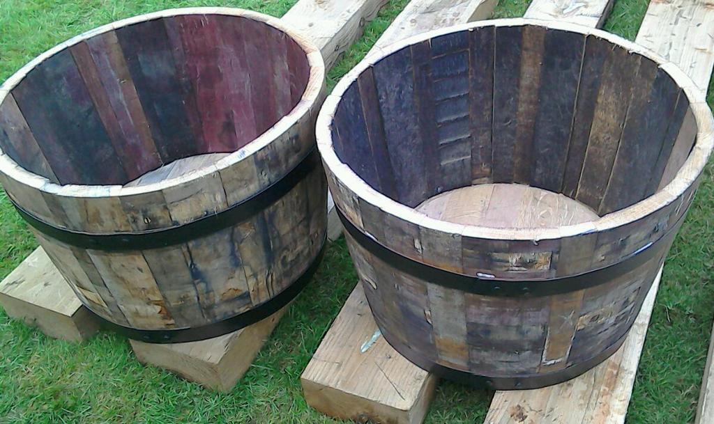 Top quality solid oak half whisky barrel tubs 2 ideal for Whiskey barrel bathtub