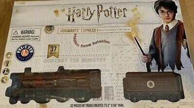 Harry Potter Lionel Hogwarts Express 37 Piece Train Set Battery Powered