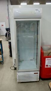 UNRESERVED ONLINE AUCTION  Commercial Display Refridgerator