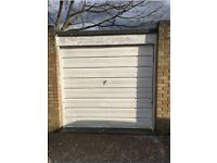 Garage in excellent condition and location available for Rent