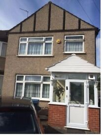 A large double room to rent in South Harrow £500/pcm