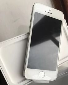 Apple iPhone SE - 16GB - Silver .MINT BRAND NEW CONDITION