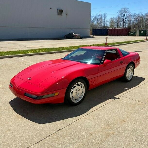 1994 Red Chevrolet Corvette   | C4 Corvette Photo 3