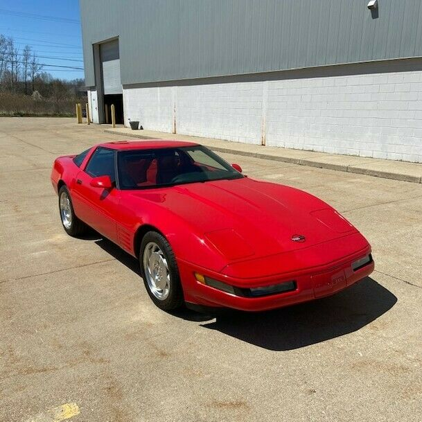 1994 Red Chevrolet Corvette   | C4 Corvette Photo 2