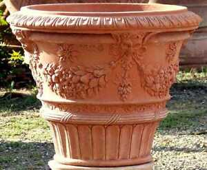 Impruneta Terracotta, Vaso ornato maschere, Vase mit Masken verziert, Blumentopf