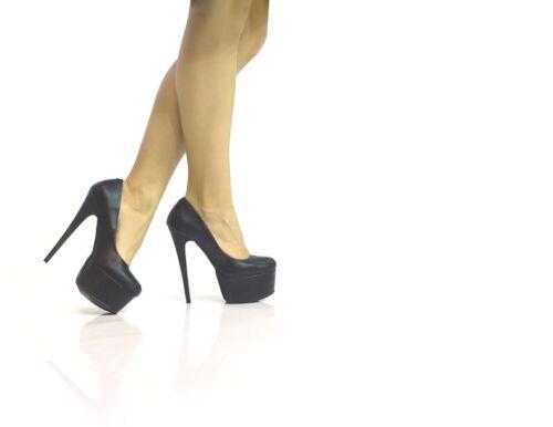 Party-Queens kennen ihre Wirkung: Plateau High Heels für einen glamourösen Auftritt