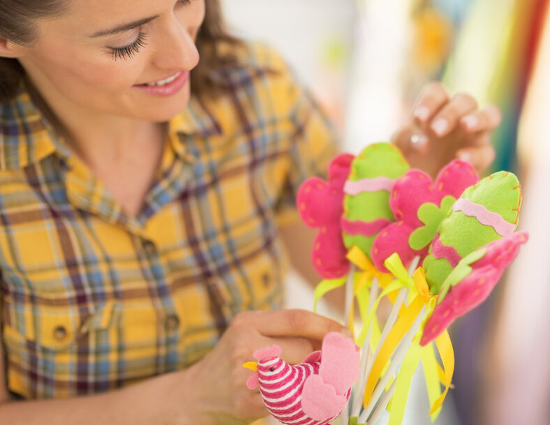 How to Make Decorative Flowers from Felt