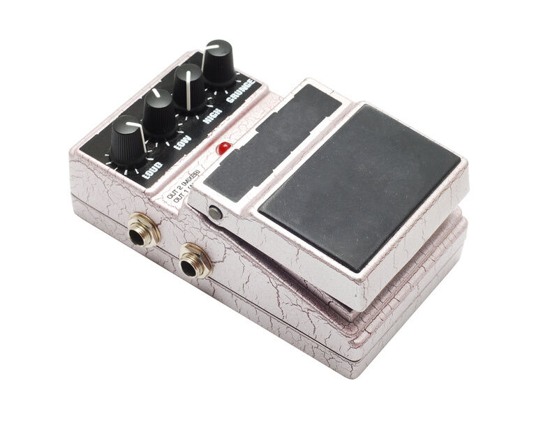 How to Use a Guitar Effects Pedal