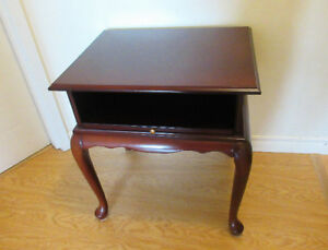 Bombay Co. Queen Ann Style End Table or Side Table