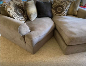 Very nice quality love angled sofa in Exellent condition