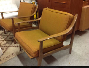 MID CENTURY PAIR OF LOUNGE CHAIRS - Live In Retro!