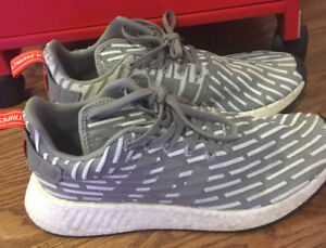 ADDIDAS MENS SIZE 8.5 NMD R2 GENTLY USED