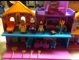 Dora the Explorer Magical Castle with figures dolls furniture in box