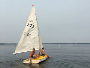 Beautiful 13 Foot Sail Boat / Dinghy with Trailer