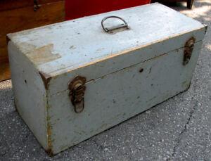 Antique Coffre en Bois  toute usage  ....Prix Reduit