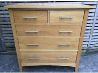 Solid oak chest of drawers great quality and condition, can deliver